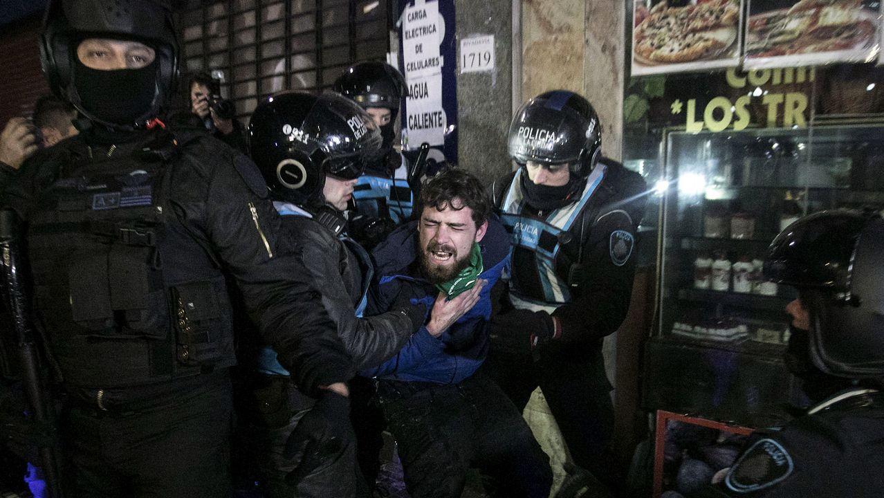 .La Policía detuvo a personas que generaron disturbios en el lugar