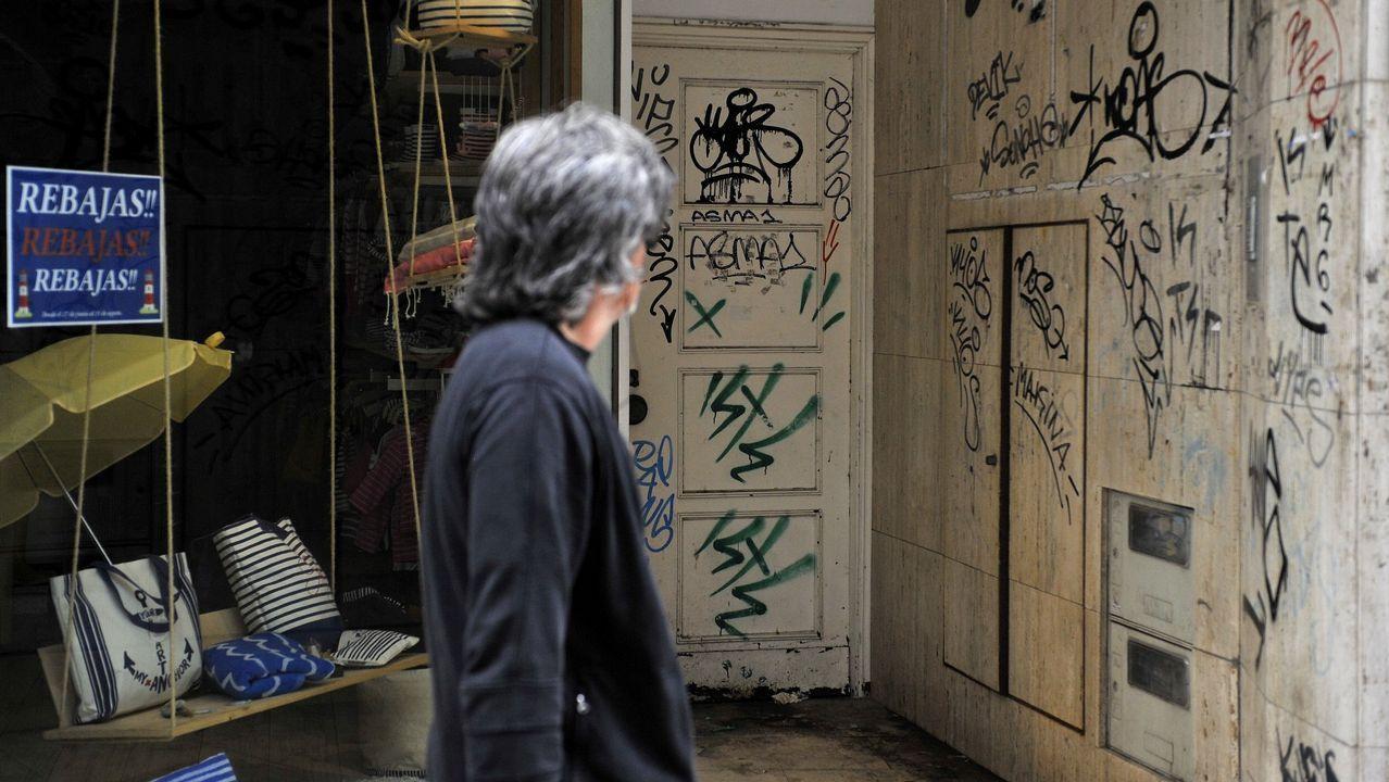 Grafitis de todo tipo llenan las calles de A Coruña