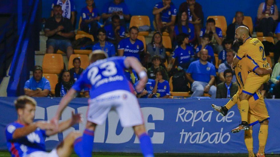 Alcorcon Real Oviedo Horizontal.Los futbolistas del Alcorcon celebran el primer gol