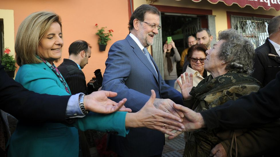 Las navidades pontevedresas de Rajoy.El presidente colombiano, Juan Manuel Santos, habla con la jefa de la diplomacia de la UE, Federica Mogherini.
