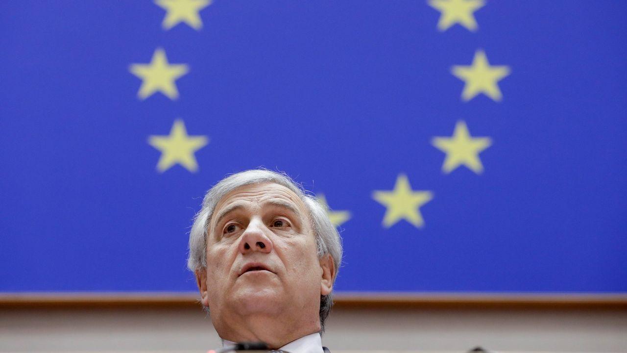 Trump viajó con su familia (en la imagen, con su hijo) a Mar-a-Lago (Florida) para seguir desde allí la final de la Superbowl.El presidente del Parlamento Europeo, el italiano Antonio Tajani