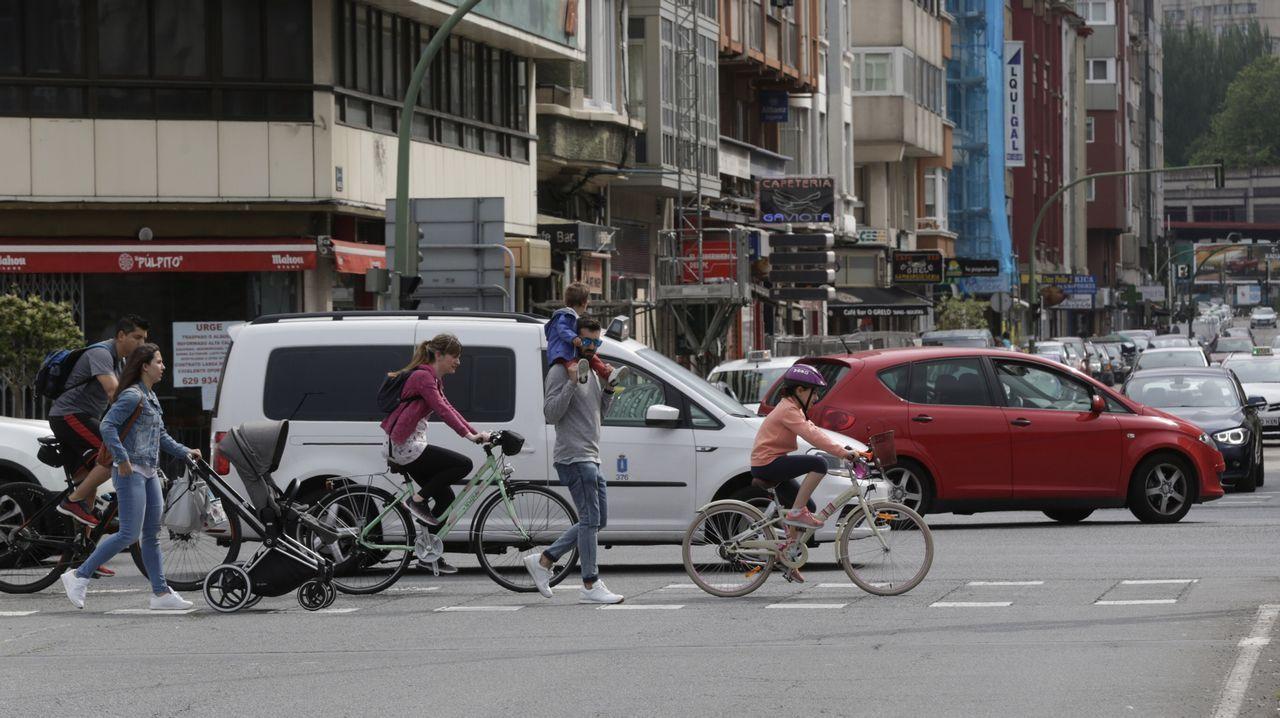Ciclistas por la avenida del ejército