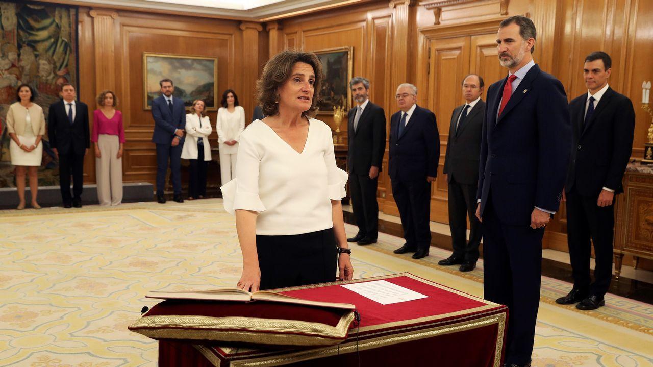 Primeras palabras de los nuevos ministros: estas son sus intenciones.Teresa Ribera promete su cargo como nueva ministra de Transición Ecológica del Gobierno de Pedro Sánchez ante Felipe VI