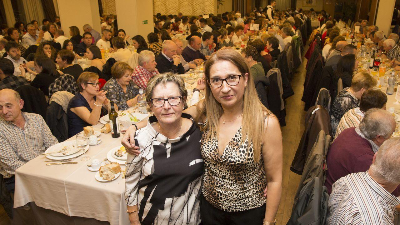 Más de cuatrocientas personas se unieron a la cena de la Asociación Galega de Ataxias.Mapa genético de España. Galicia, en azul, presenta el mayor aislamiento genético entre poblaciones.