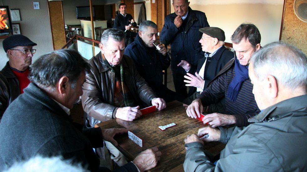 La tradicional partida de cartes en el Bar Brigantium