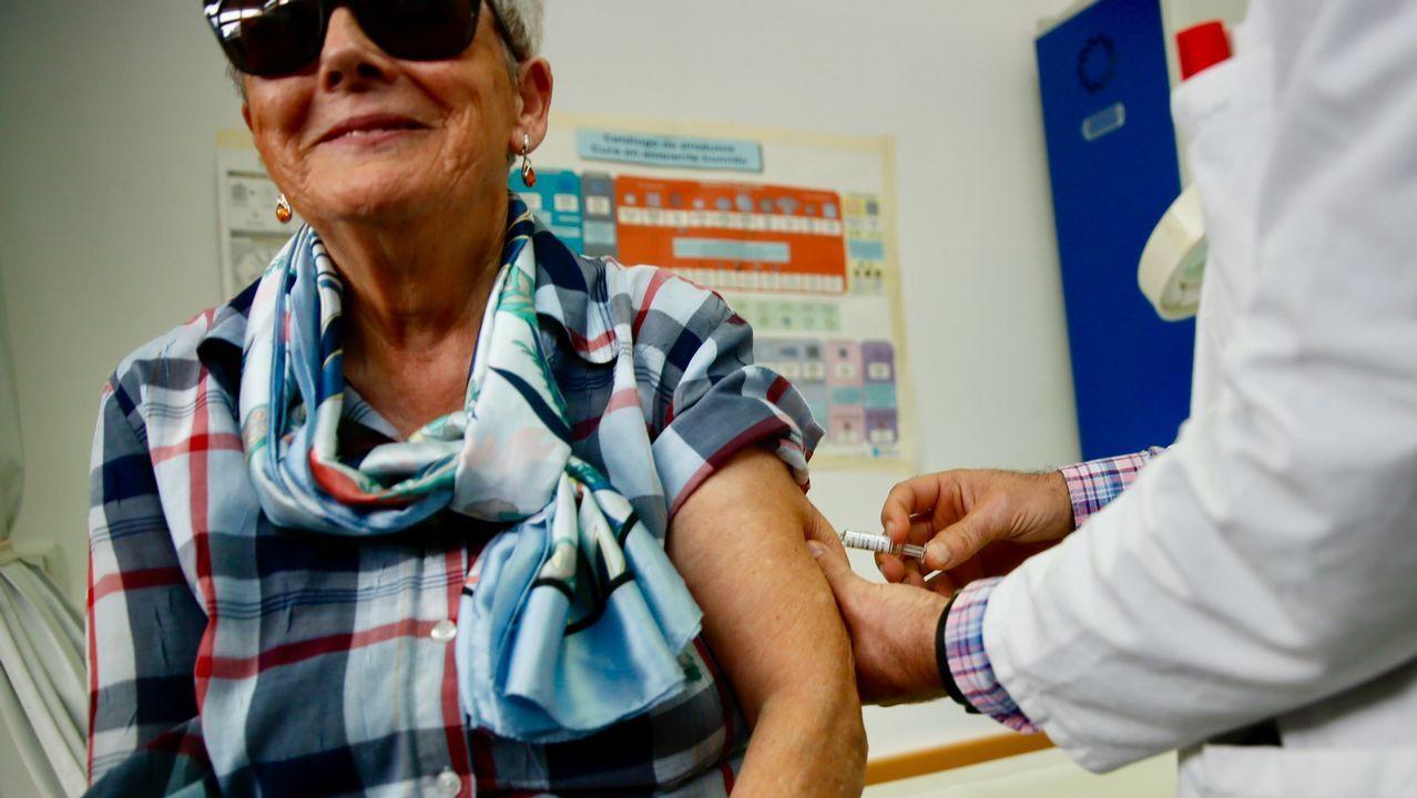 La campaña de la gripe arranca en Vigo con novedades para embarazadas y menores en riesgo.La ministra de Hacienda, Maria Jesus Montero