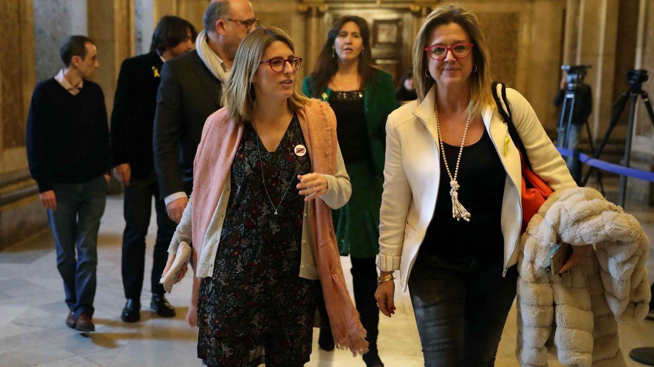 .Las diputadas de JxCat, Elsa Artadi, y Anna Tarrès, tras la reunión con representantes de ERC