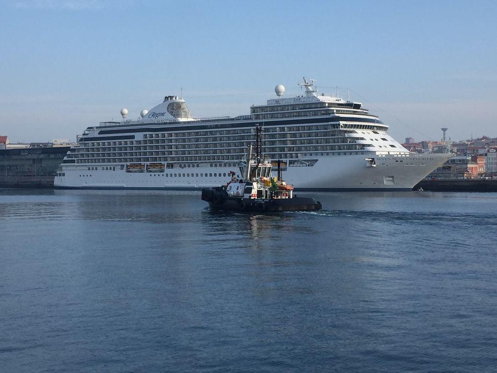Trasatlánticos en el puerto.Sardina en la plaza de Lugo