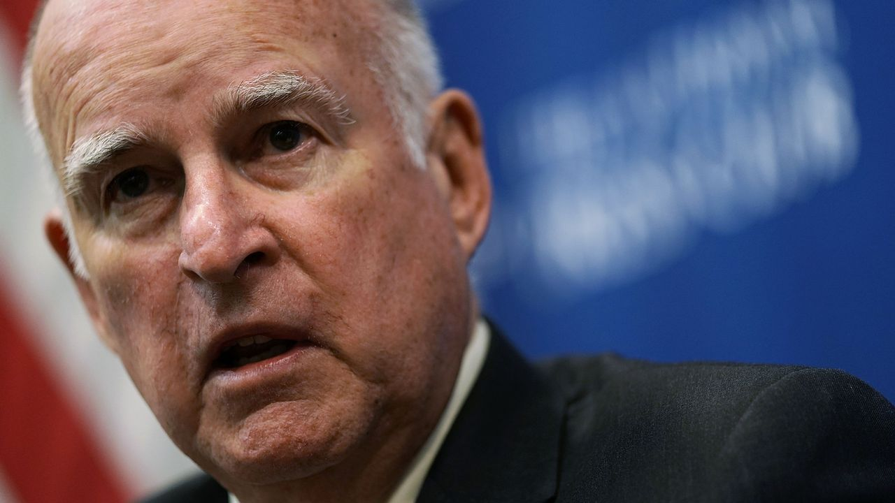 El gobernador de California, Jerry Brown