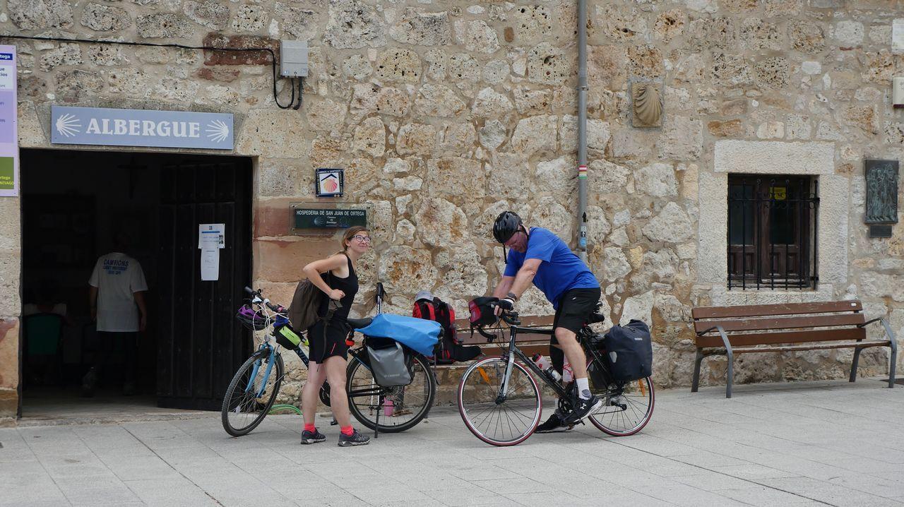 .Peregrinos en bici llegan a San Juan de Ortega