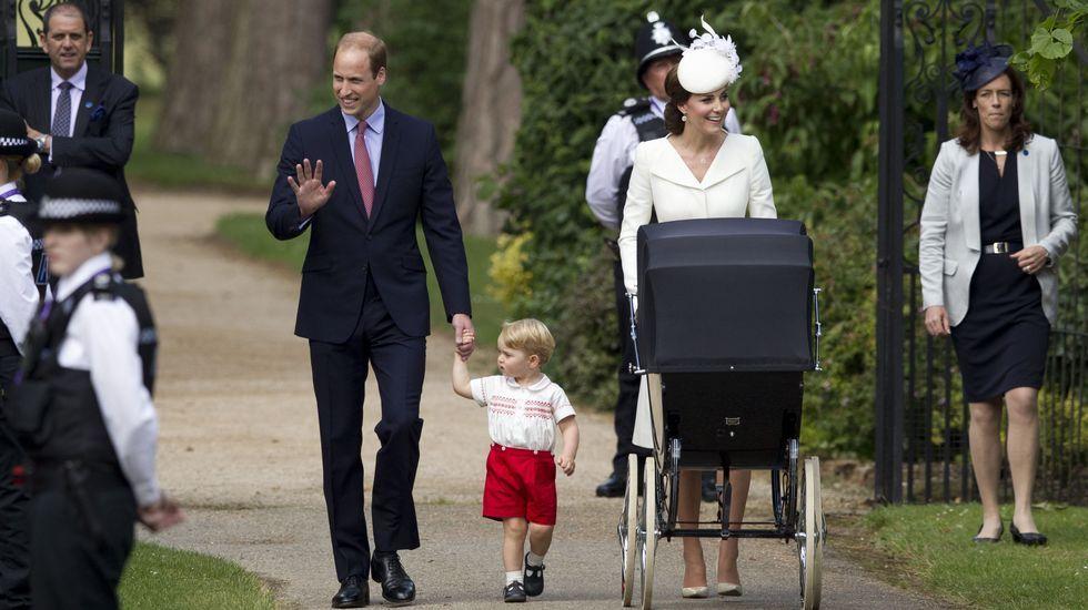 La princesa Carlota ha llevado el mismo faldón de color crema que llevó su hermano hace dos años