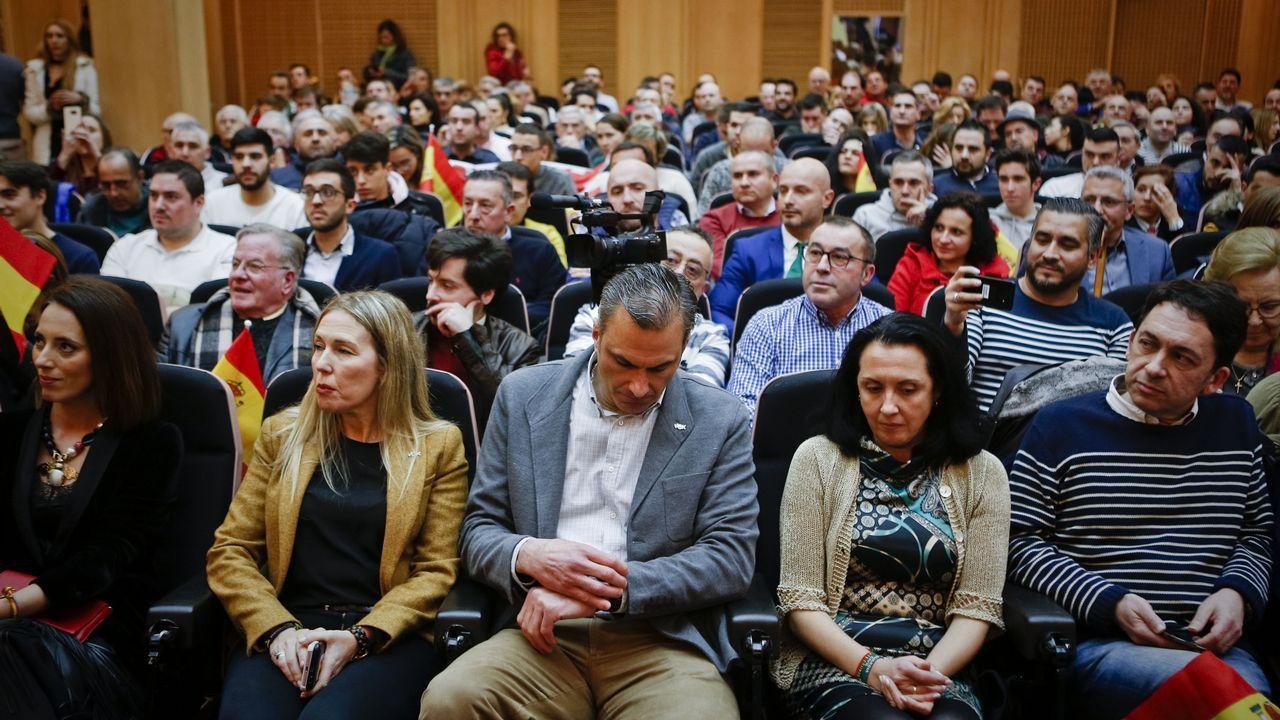 Casado y Aznar, con sus esposas, y Núñez Feijoo, durante la última jornada de la convención del PP