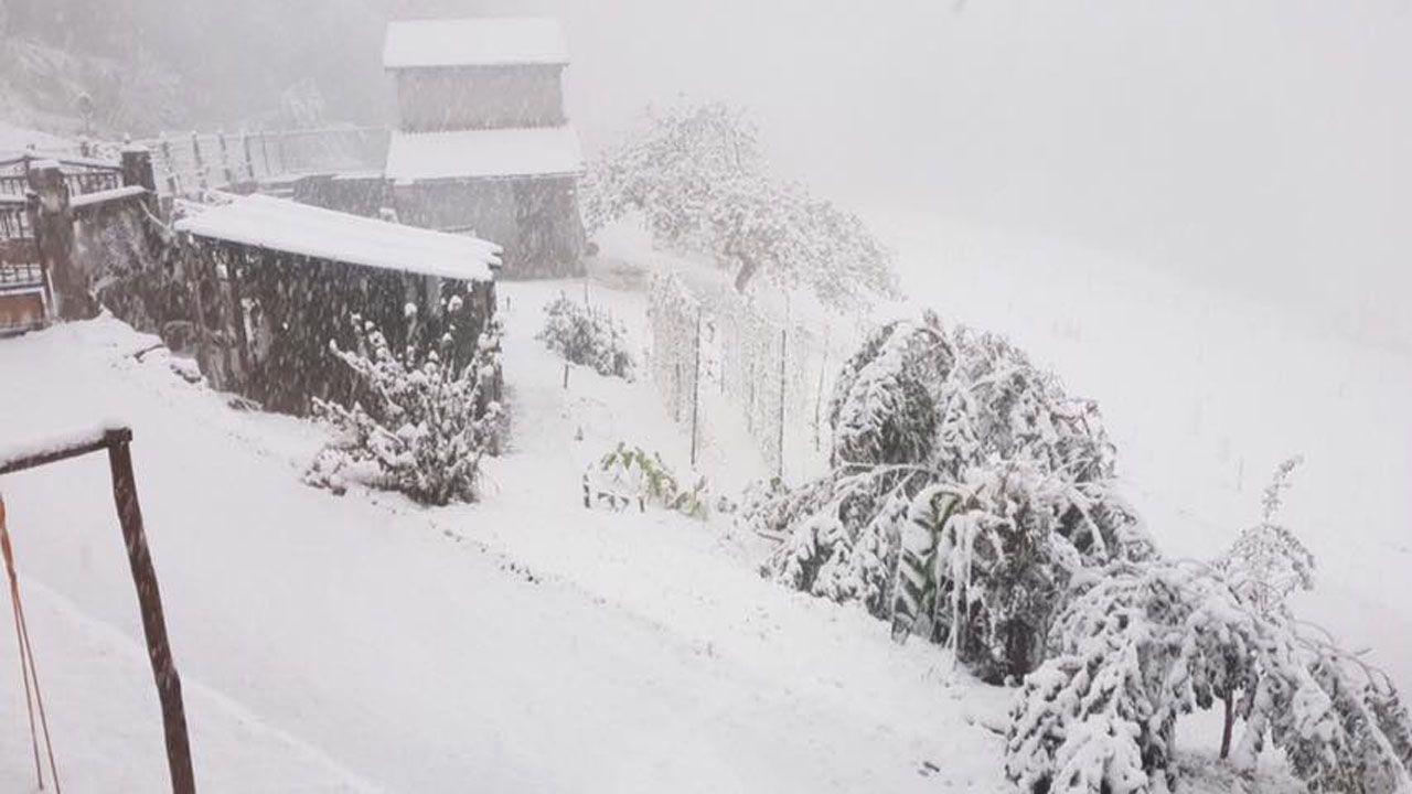 Les Llanes (Pola de Laviana), nevando a 450 metros