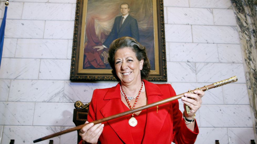 Tomando el bastón de mando del ayuntamiento de Valencia en junio del 2007.