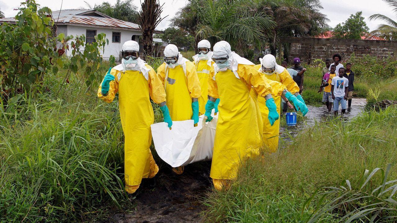 Rebrote de sarampión en Europa.Imagen de archivo de la llegada a un hospital de un posible portador de ébola