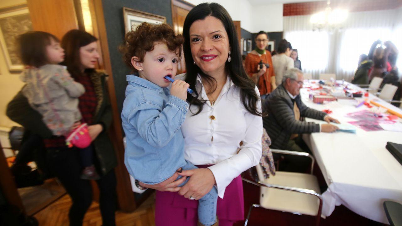 Madres funcionarias llevan a sus hijos al trabajo en Mos