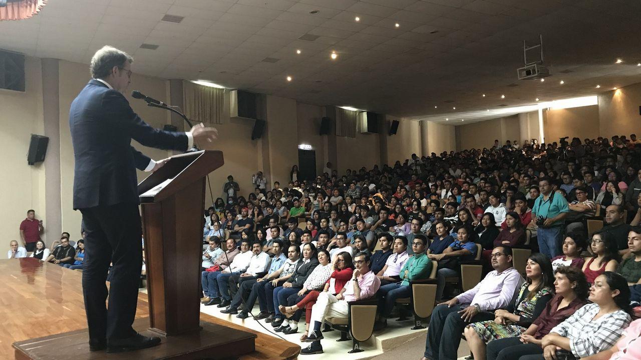 Feijoo, dirigiéndose al auditorio de la Universidad Tecnológica de la Mixteca, en el estado de Oaxaca