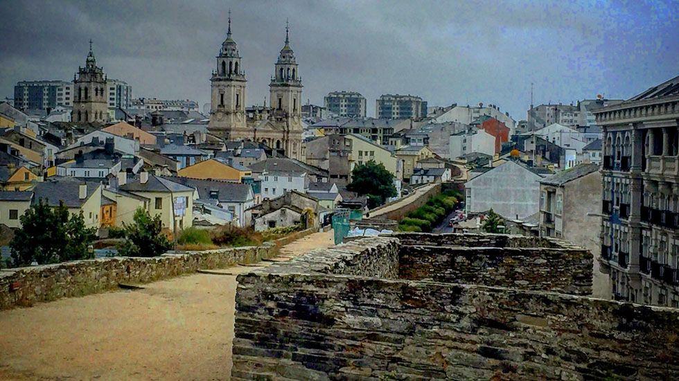 Vista parcial de Lugo desde la muralla romana.Vista parcial de Lugo desde la muralla romana