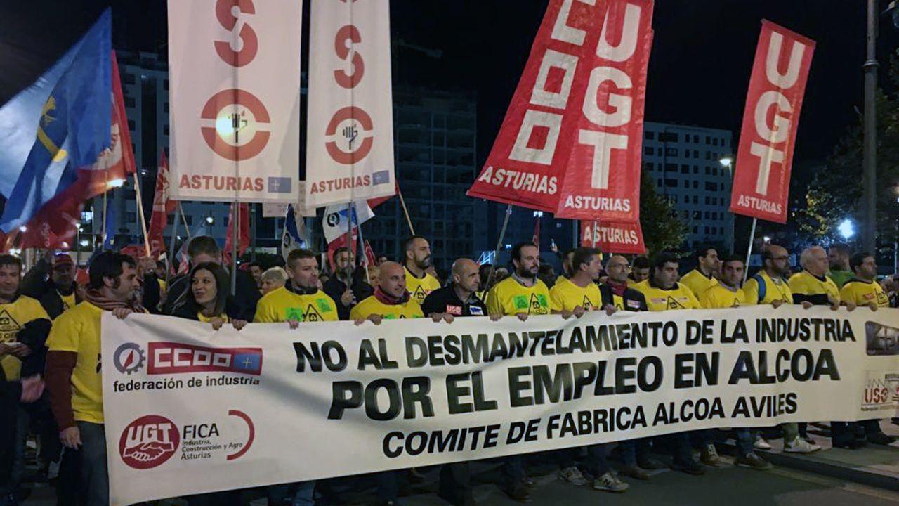 Carbón en la playa de San Lorenzo, Gijón.Cabecera de la manifestación en defensa de Alcoa en Avilés