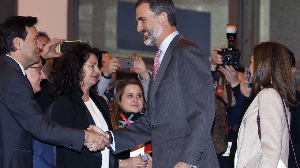 El consejero de Economía y Turismo del Principado, Francisco Blanco, saluda a los Reyes durante la inauguración de Fitur.El consejero de Economía y Turismo del Principado, Francisco Blanco, saluda a los Reyes durante la inauguración de Fitur