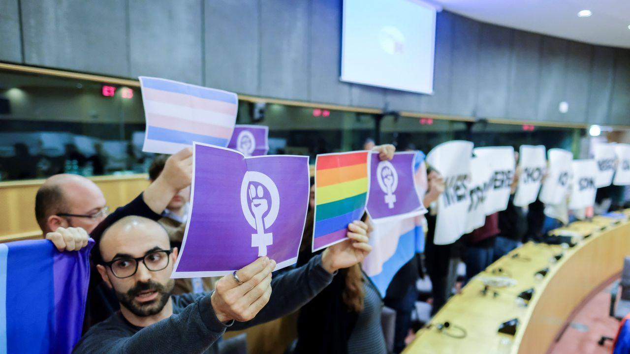 Varios parlamentarios protestan contra la asistencia del secretario general de VOX Javier Ortega Smith a una conferencia sobre la unidad de España en el Parlamento Europeo en Bruselas
