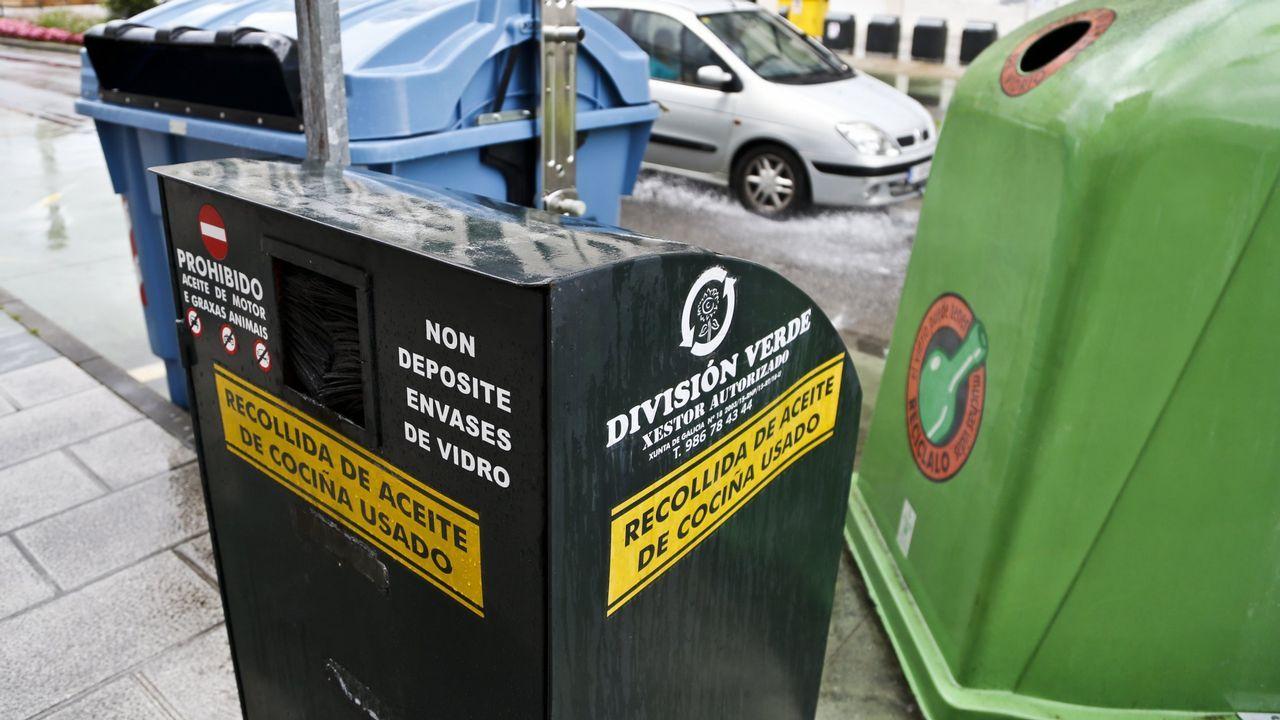 .Contenedor de aceite en una calle de Vigo