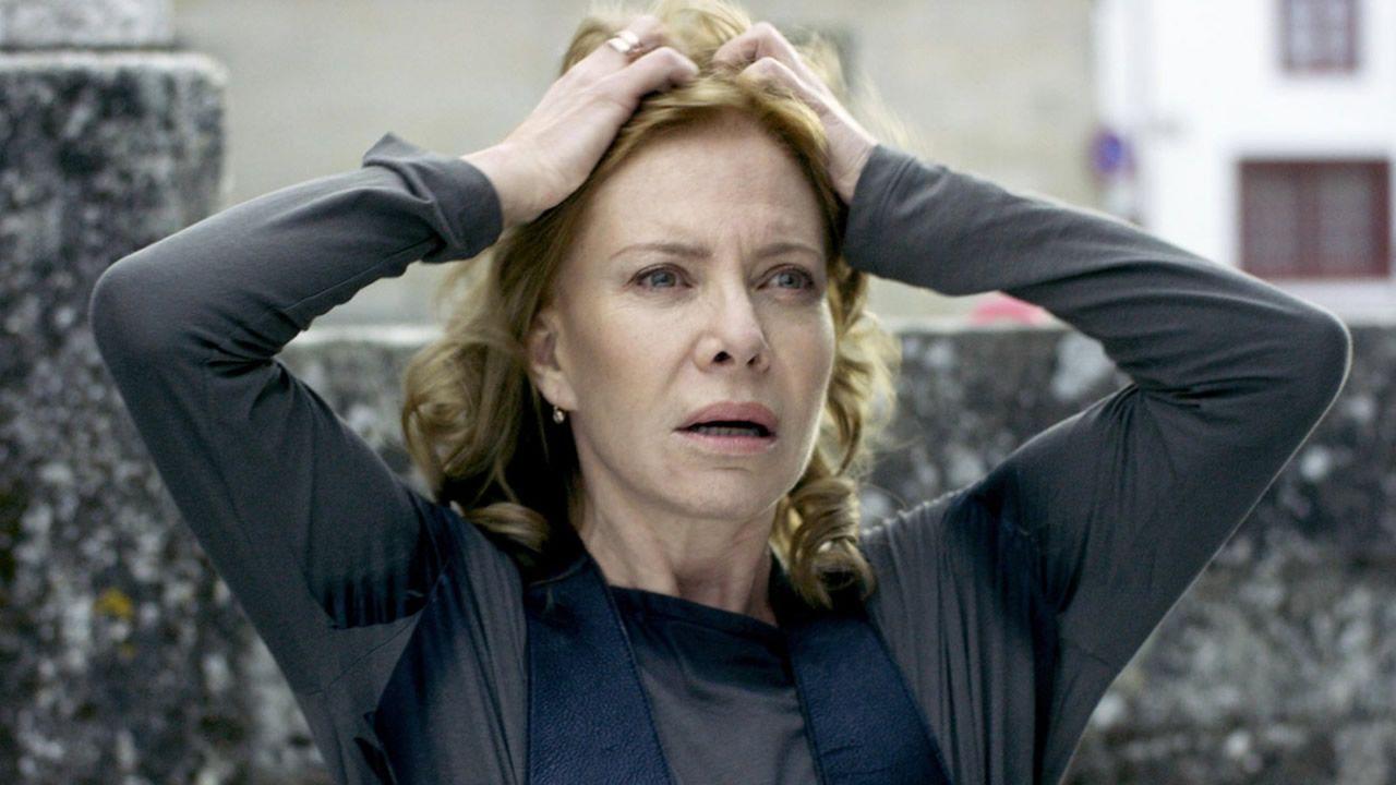 Un detenido en Galicia en una operación contra la pornografía infantil.Uma Thurman sufrió un accidente durante el rodaje de la segunda entrega de «Kill Bill» rodando una escena en la que debía conducir un coche por un camino en medio de la selva