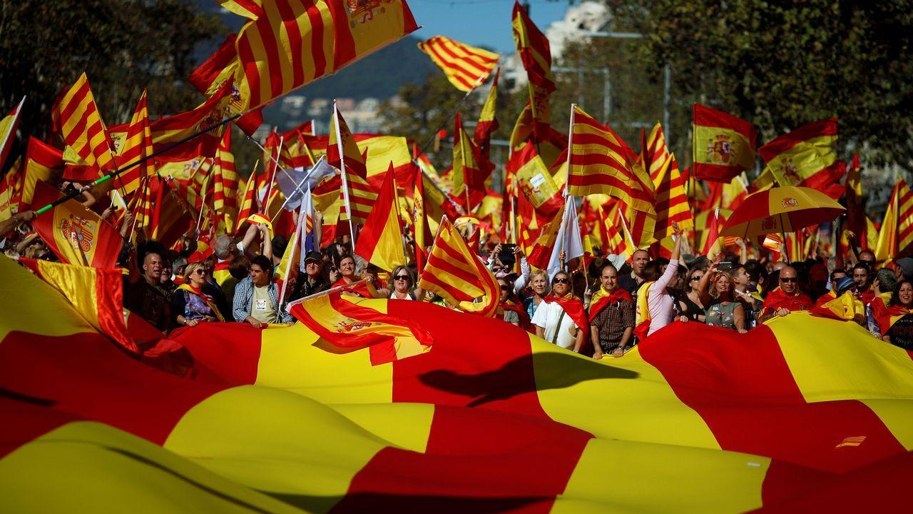 Barcelona acoge una gran marcha unionista.La diputada del PSOE Adriana Lastra presentó la estructura del congreso