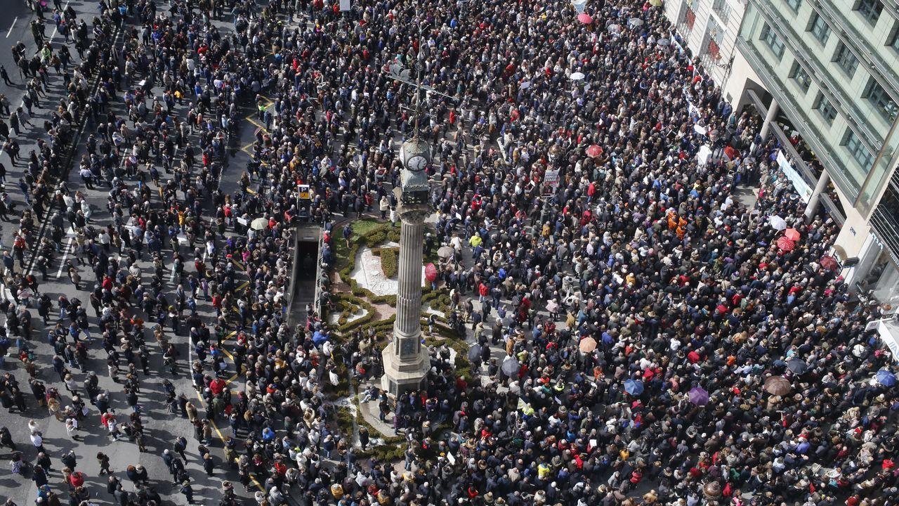 Los jubilados gallegos luchan por sus pensiones.Cortando pulpo