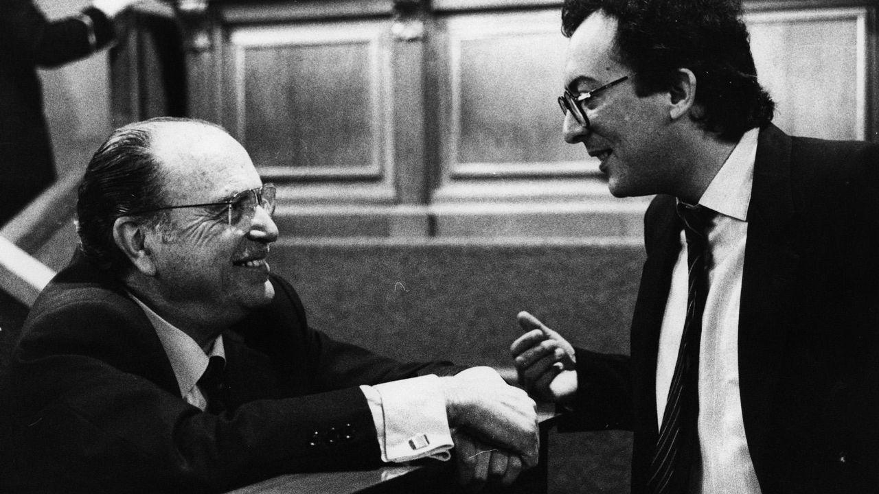 .Fernando González Laxe como presidente de la Xunta conversa con Fernández Albor en el Parlamento de Galicia el 14 de mayo del 86