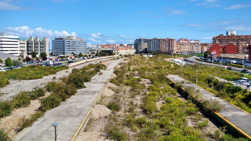 Obras en la variante de Pajares.Una perspectiva de la antigua playa de vías en Gijón