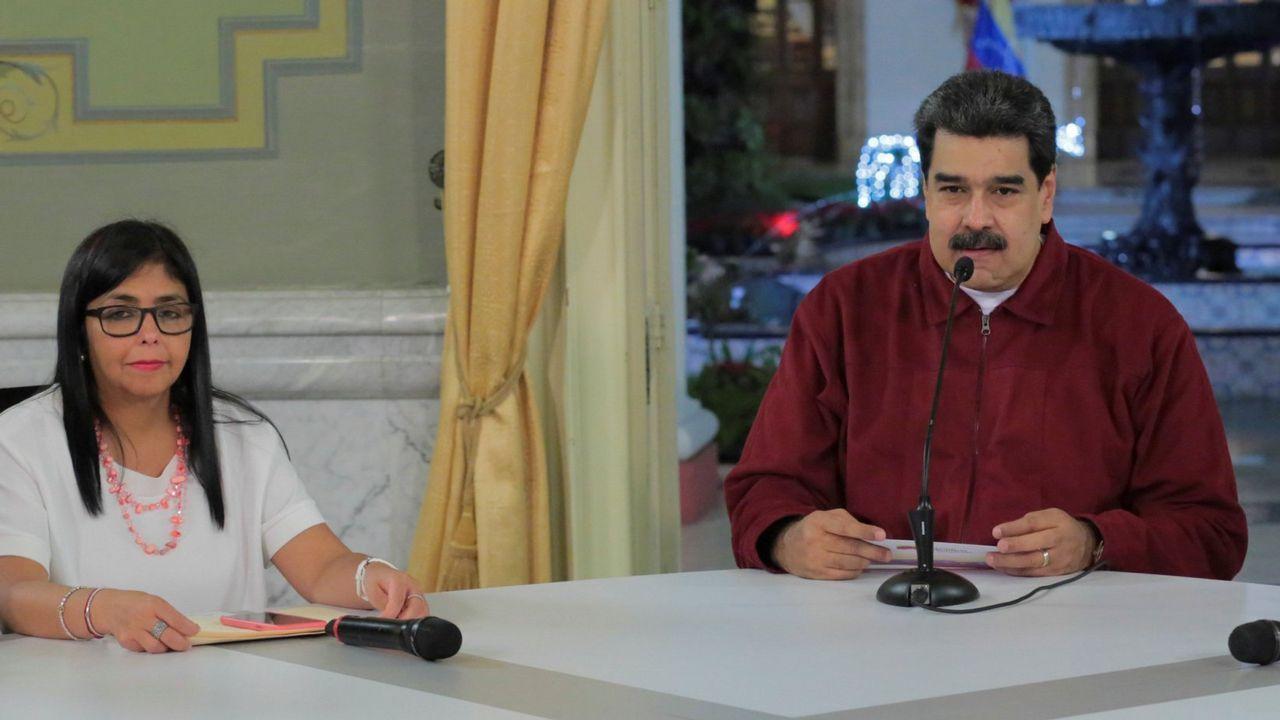 Máxima tensión en Venezuela tras proclamarse Guaidó presidente.Nicolás Maduro junto a la vicepresidenta Delcy Rodríguez