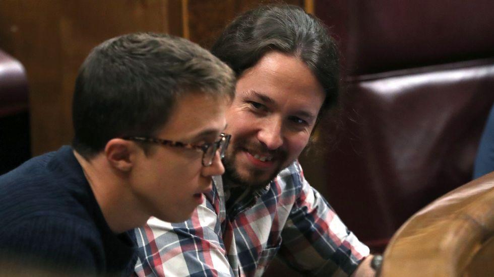 Los diputados de Unidos Podemos, Íñigo Errejón y Pablo Iglesias durante el pleno en el Congreso de los Diputados
