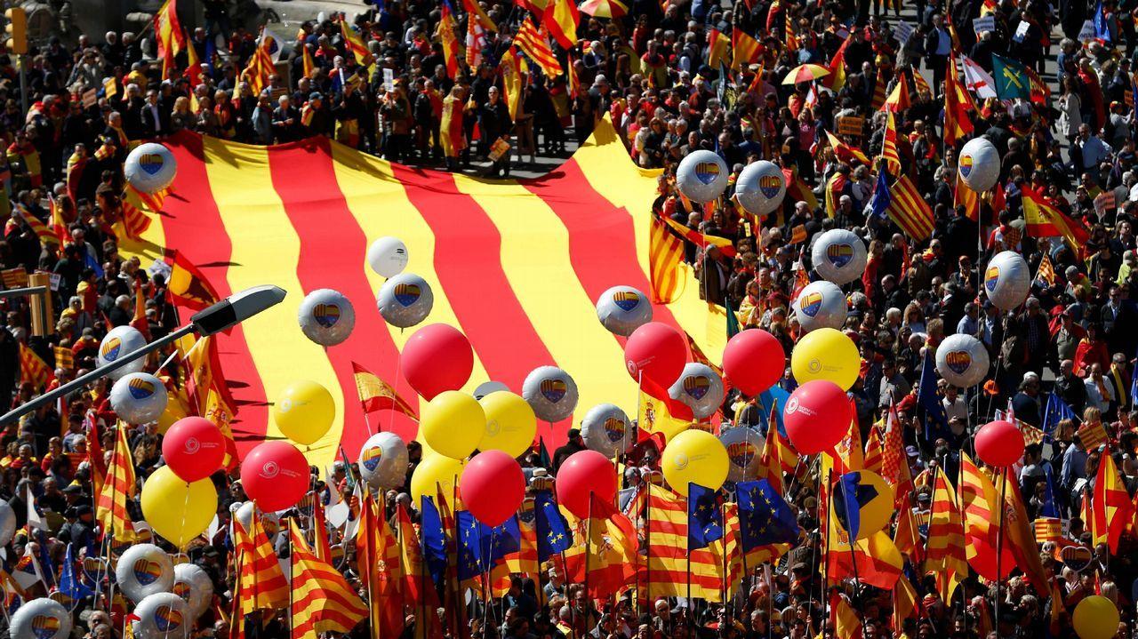 Miles de personas reclaman en Barcelona «seny» y un nuevo Govern.Los diputados de JxCat Jordi Turull (derecha) y Josep Rull, el pasado 12 de marzo