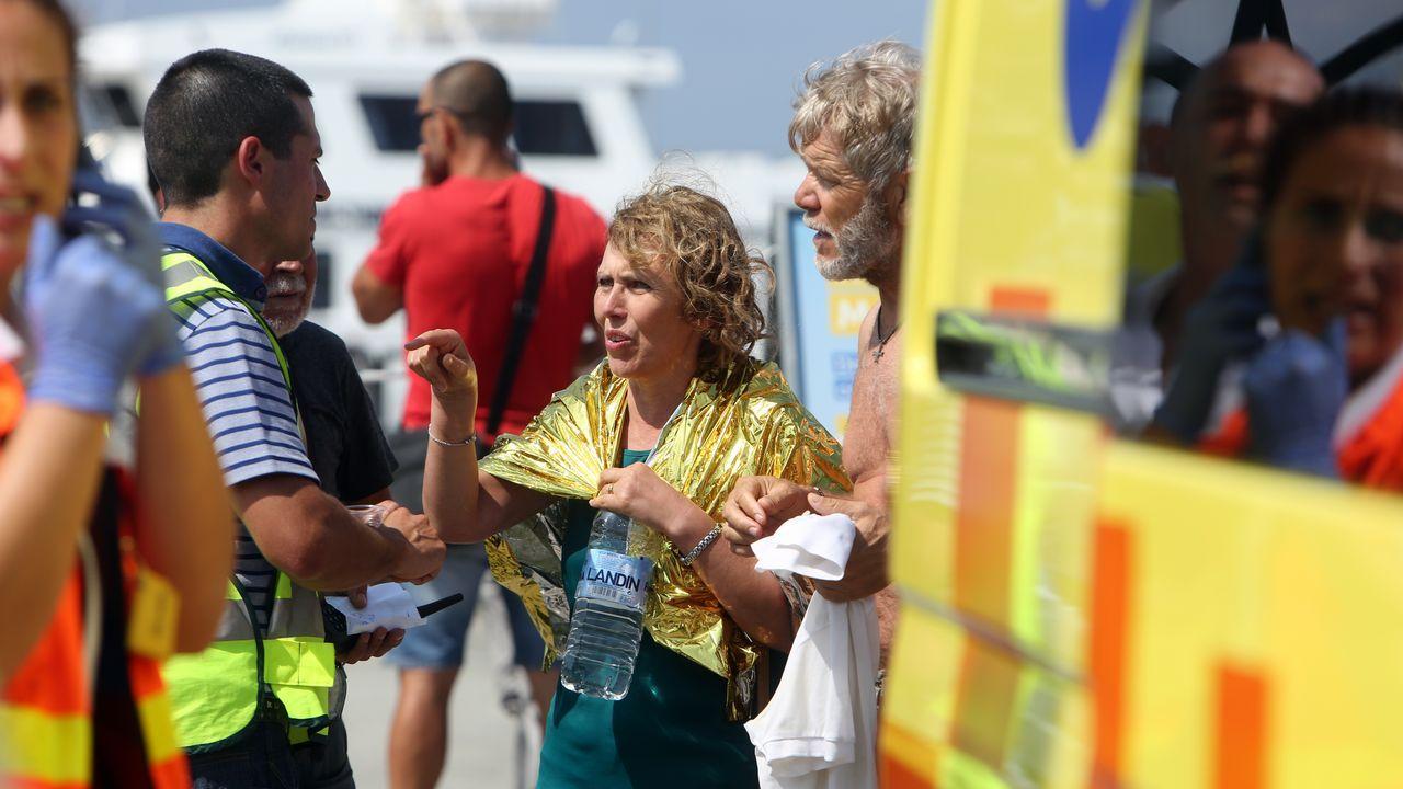 Los heridos fueron atendidos por personal sanitario en el muelle de O Grove