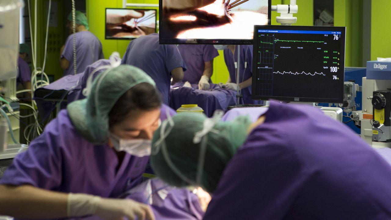 Así funciona el brazo robótico que obedece la voz del cirujano