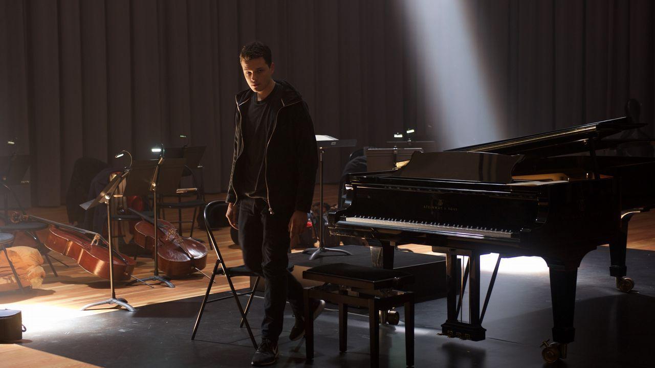 El actor Jules Benchetrit, en una escena del filme de Ludovic Bernard «La clase de piano»