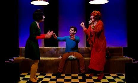 .«Amor flexible» está protagonizada por Mela Casal, Tamara Canosa y Guillermo Carbajo.