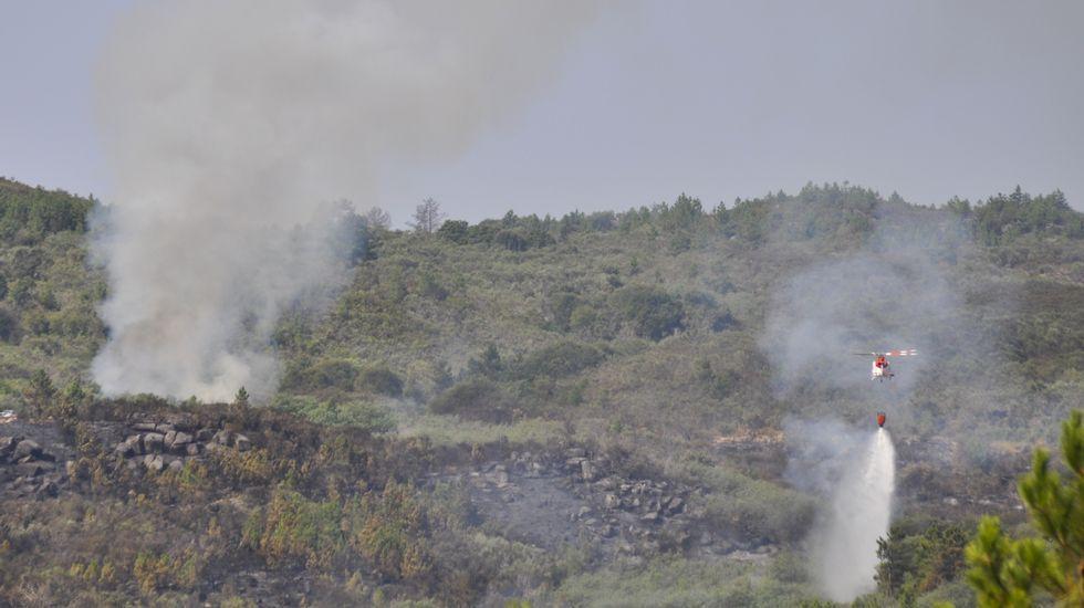 Siguen las labores de extinción del incendio de Vilaza