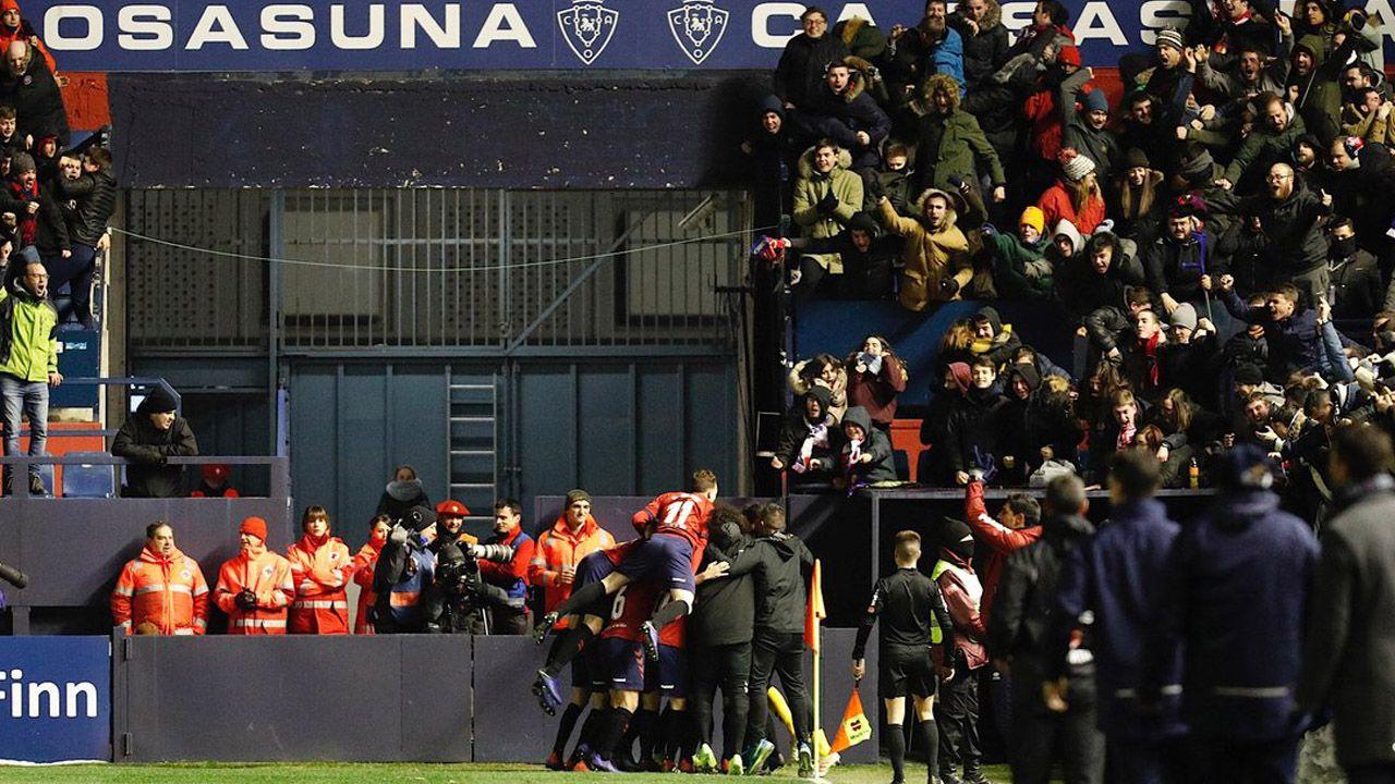 Tejera Javi Munoz Joselu Ibra Christian FernandezReal Oviedo Alcorcón Carlos Tartiere.Sergio Tejera y Javi Muñoz celebran la victoria ante el Alcorcón