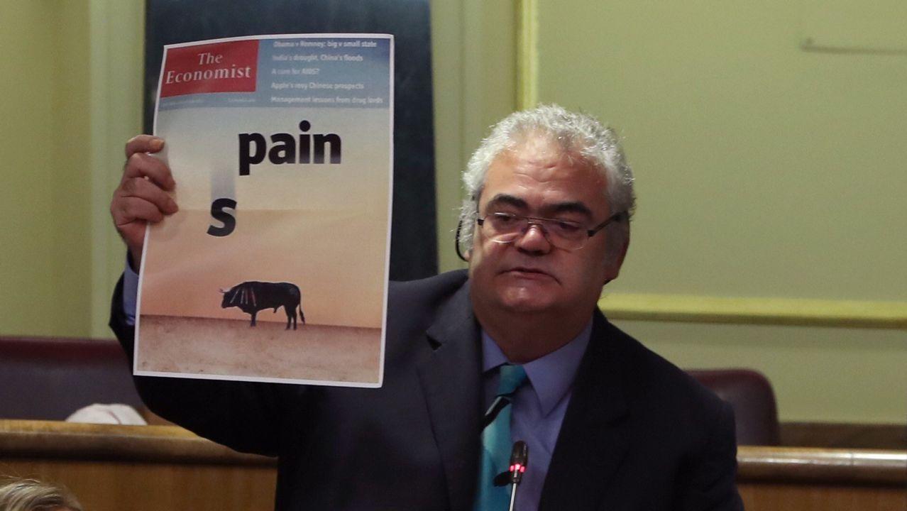 Polémica en el Congreso por recurrir a una portada del 2012 para criticar las cargas policiales.