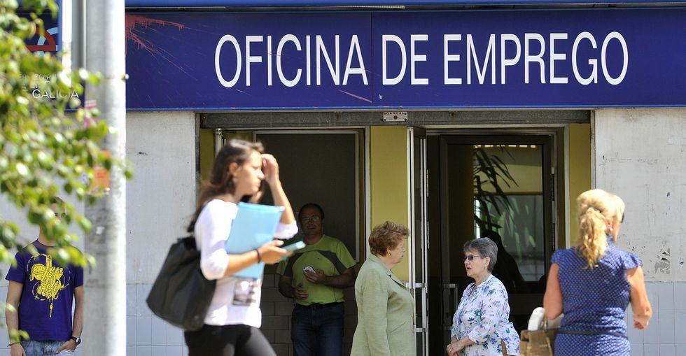 Las oficinas del antiguo Inem cuentan con casi 1.700 demandantes menos este año.