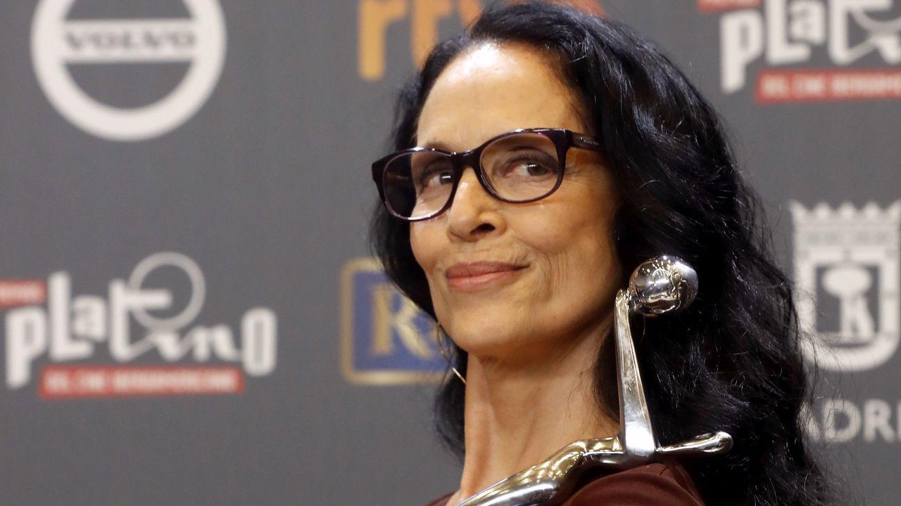 La actriz brasileña Sonia Braga tras recibir el premio Platino a la Mejor Interpretación Femenina por la película «Acuarius»
