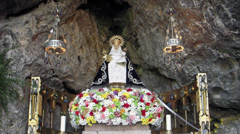 Ismael López Silva: «Cuando empezamos, había 25 sastrerías en Santiago. Ahora estoy solo».La Virgen de Covadonga