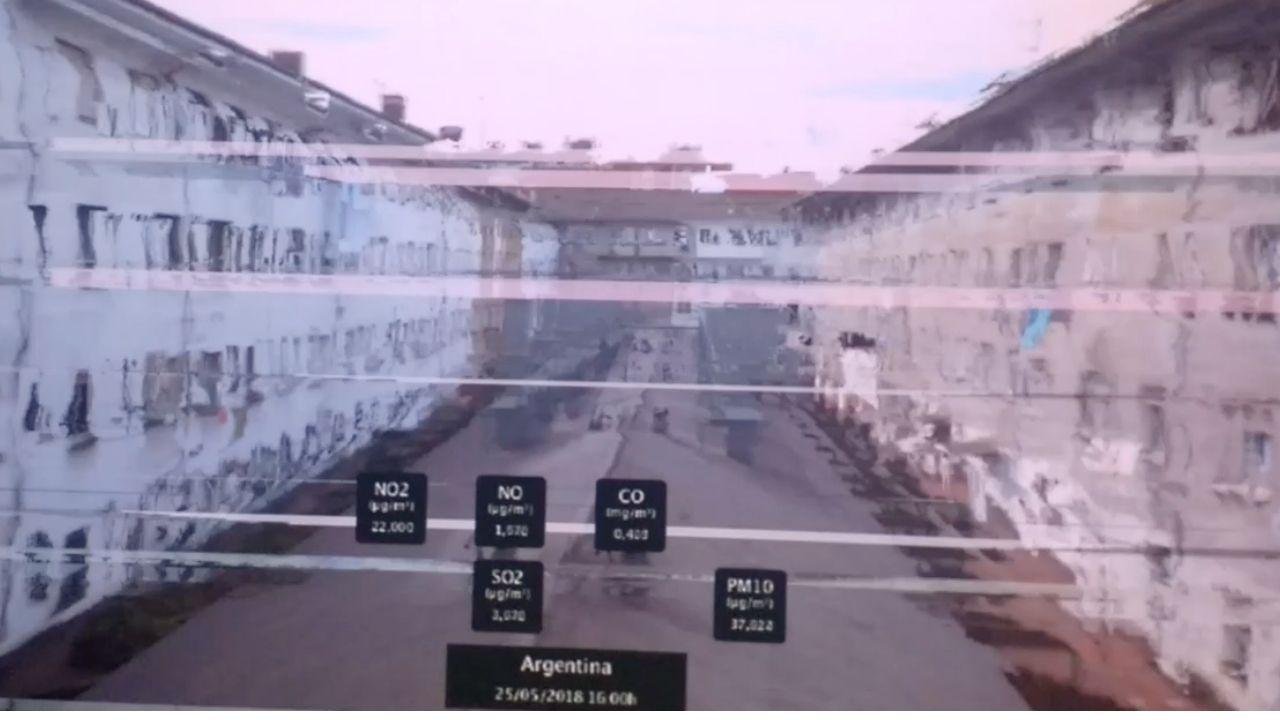 Las curiosas lámparas y espejos de Alvaröff.Una de las imágenes de la contaminación en Gijón