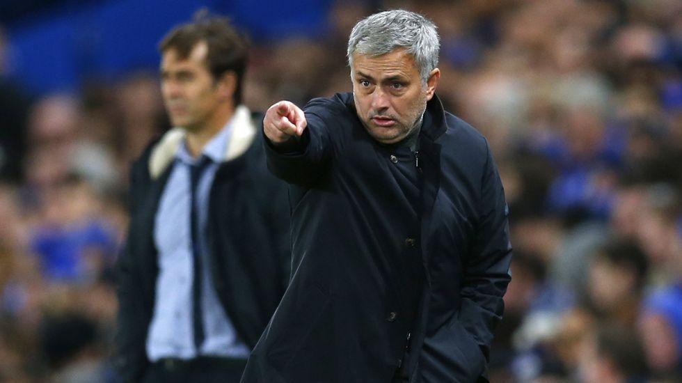 Lopetegui, en segundo plano tras Mourinho en el Chelsea-Oporto de Champions.