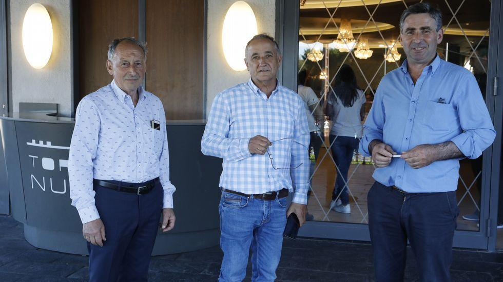 .Los tres candidatos, a la izquierda el vencedor, César Dorado