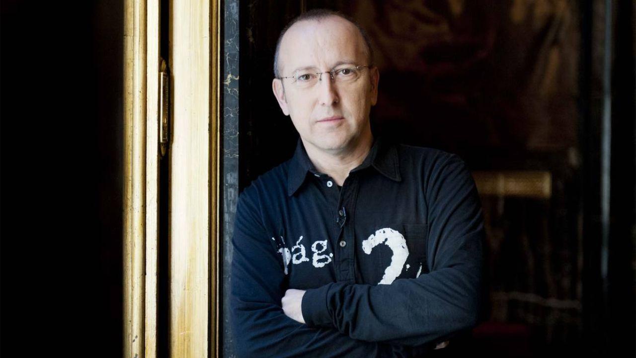 .Óscar López, director y presentador de «Página Dos»