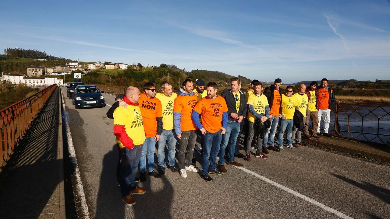 Sindicalistas de Alcoa A Coruña y Avilés protestan juntos en Vegadeo.Al Gore, expresidente estadounidense y premio nobel de la paz por su lucha contra el cambio climático reclamó en la cumbre una acción decidida