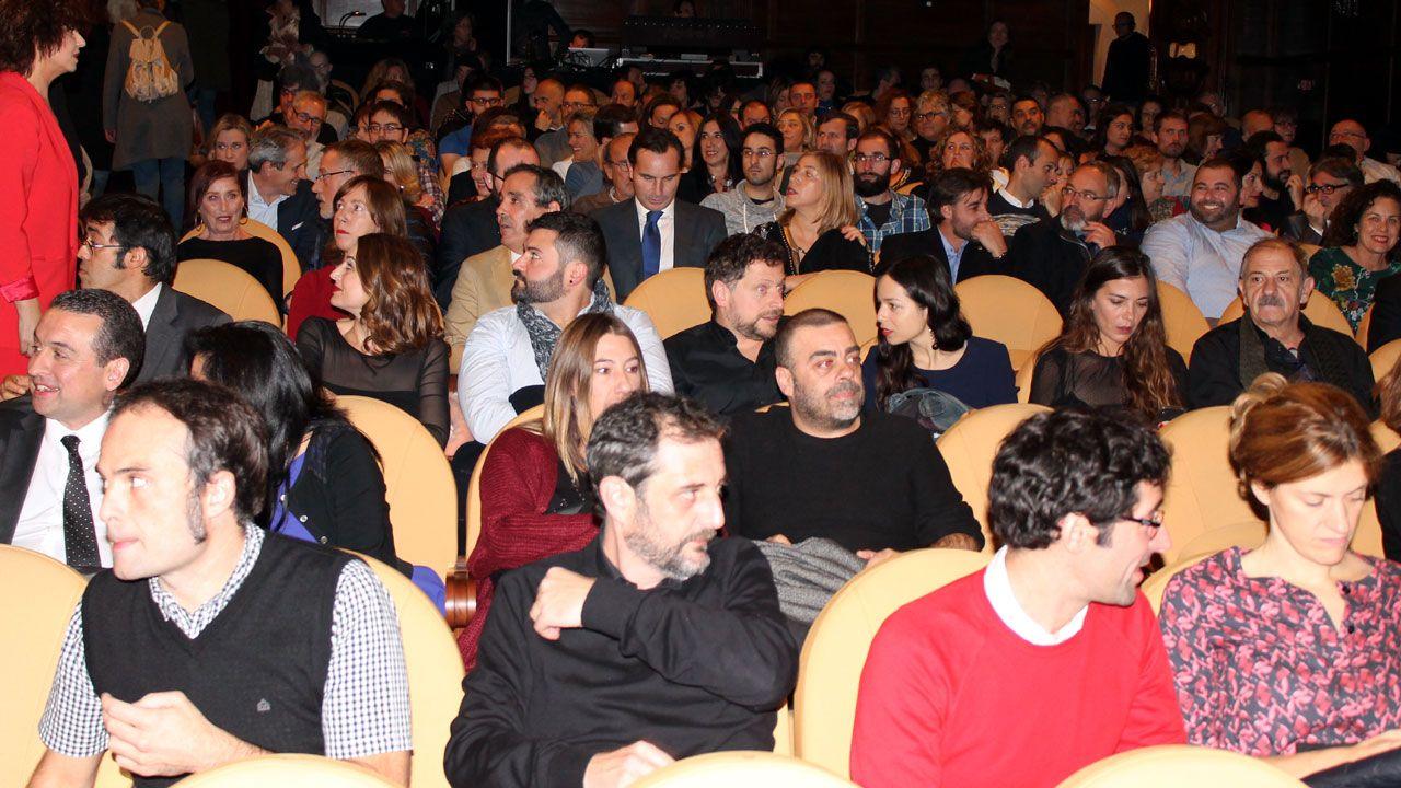 Adrián Arias, a las puertas de la sede de la Federación de Asociaciones de Vecinos de Gijón.Público en la gala de apertura del FICX 55